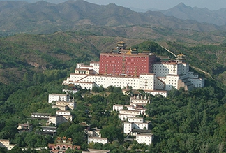 Храм Путоцзунчэн в Чэндэ