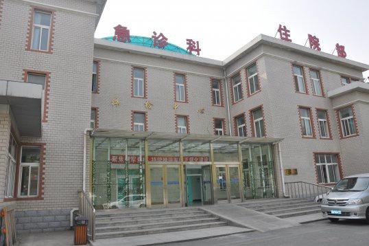 Zhongxia garden hotel 4 расположен в живописном районе в окружении гор, в 1000 метров от пляжа ракушка