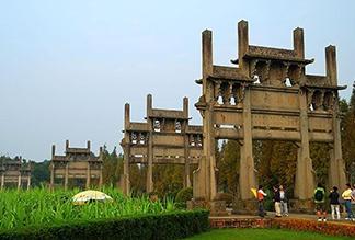 Мемориальные арки Тан Юэ в Хуаншане