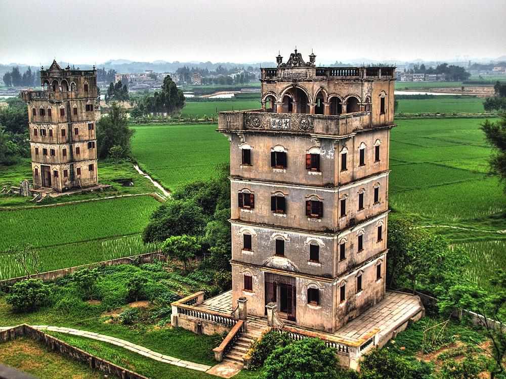 Многоэтажные дома-крепости Дяолоу в Китае