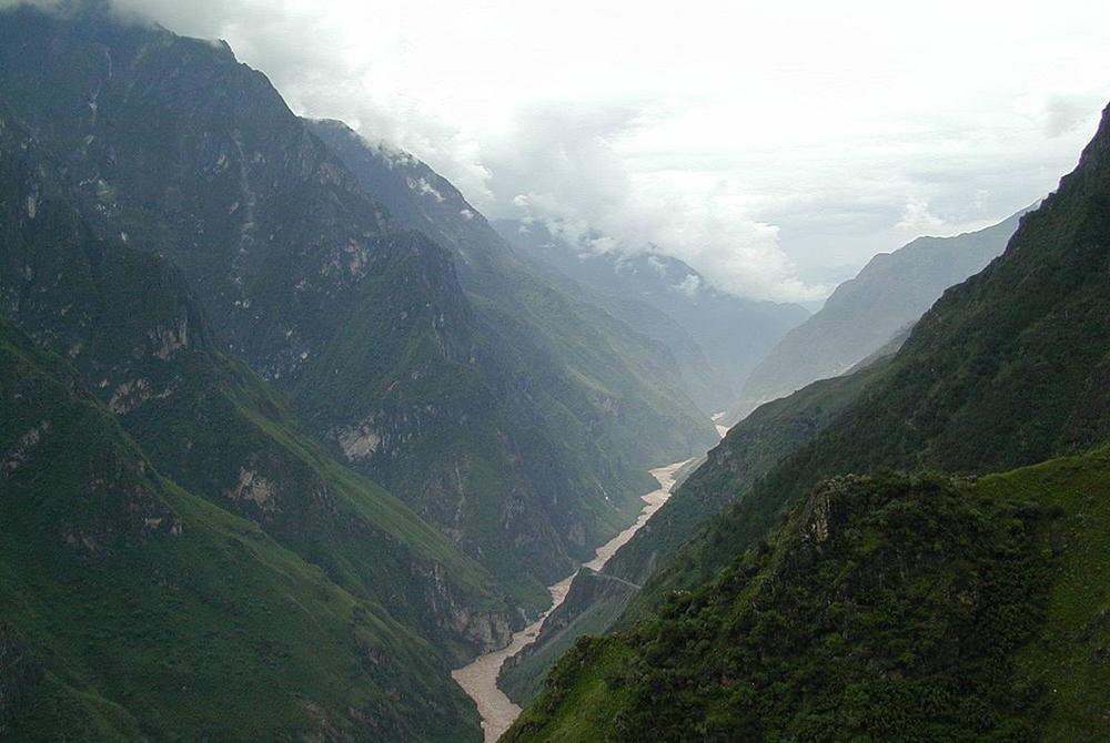 Ущелье Прыгающего Тигра в Китае