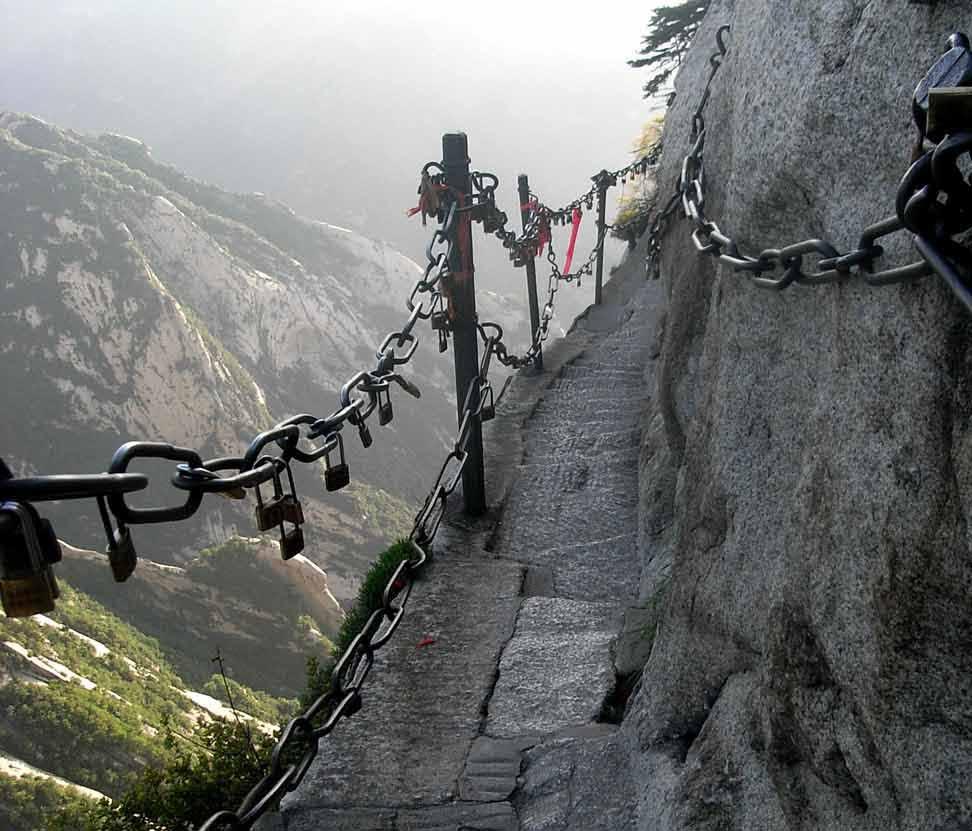 Гора Хуашань и тропа смерти в Китае
