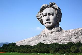 Статуя молодого Мао Цзэдуна в Чанше