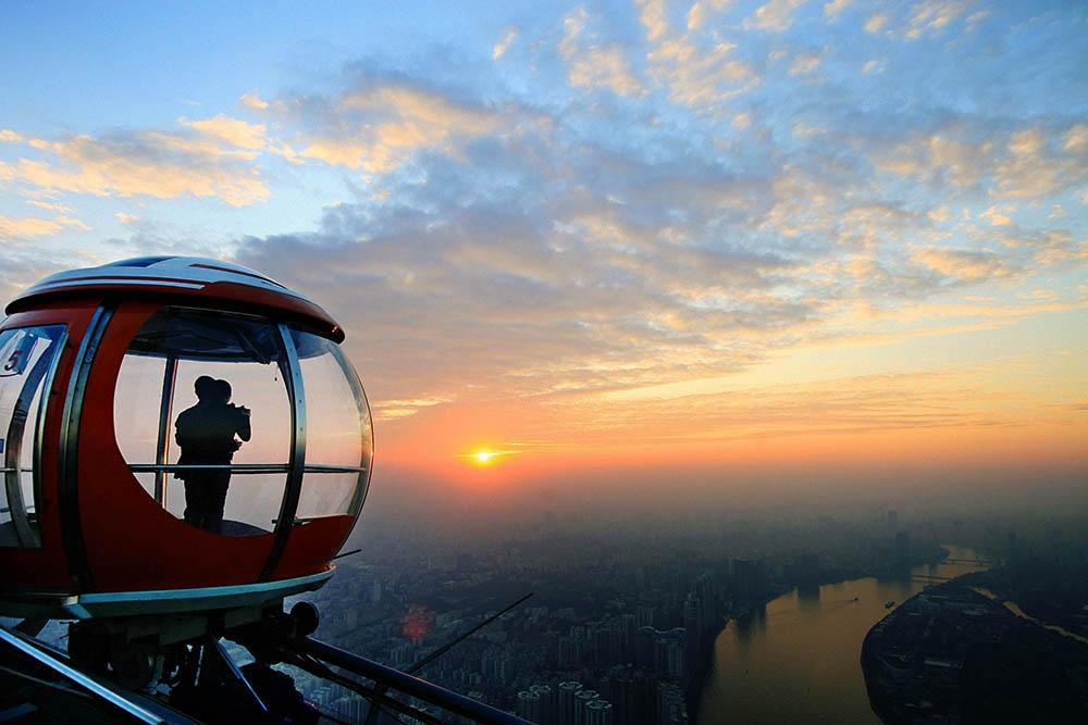 Bubble Tram — колесо обозрение на телебашне Гуанчжоу