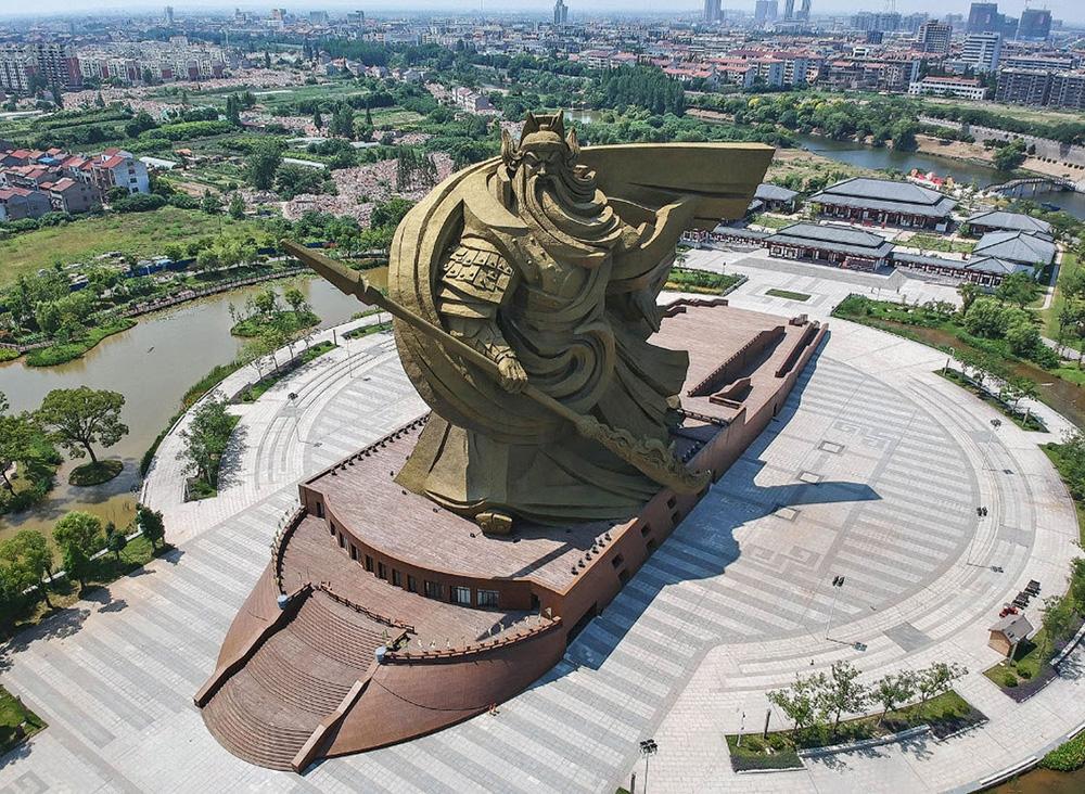 Статуя богу войны Гуань Юй, Китай