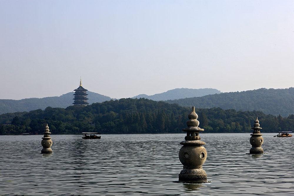 Три каменные пагоды в Ханчжоу