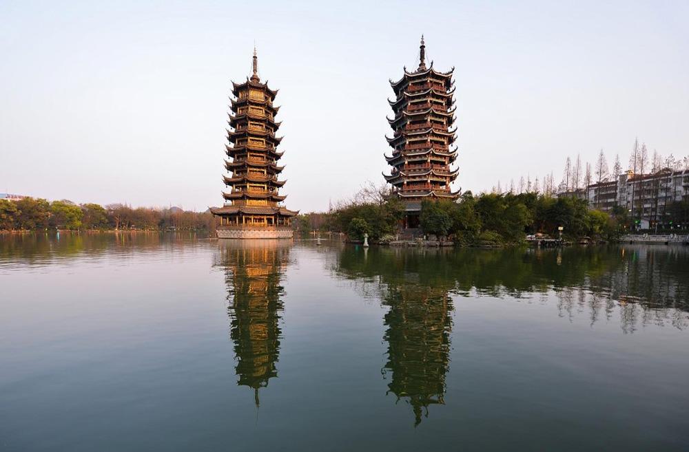 Парк Riyue Shuangta в Гуйлине
