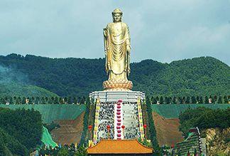 Статуя Будды Весеннего Храма в Китае