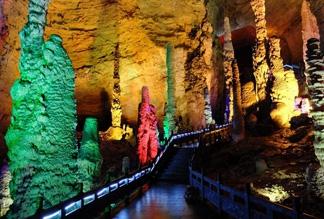 Пещера Желтого Дракона в Чжанцзянце