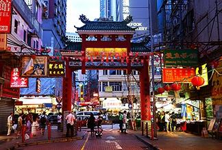 Ночной рынок Temple Street в Гонконге